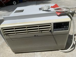 LG air conditioner 10000BTU for Sale in Quincy, MA
