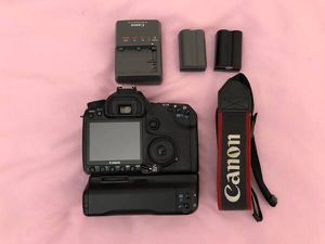 Canon EOS 40D 10.1MP DSLR Camera + Grip (excellent+++) for Sale in Westminster, CA