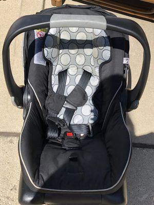 Britax infant car seat for Sale in Bolingbrook, IL