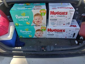 Size 4 pampers 92 count box for Sale in Cleveland, OH