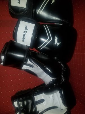 Boxing gloves for Sale in Grandview, WA