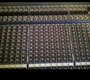 Peavey mixer 32 chanels for Sale in Pasadena, TX
