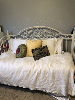 White twin day bed w/ trundle for Sale in Boise, ID