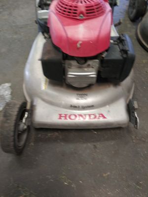 Honda 21 3in1 self propelled lawn mower. Runs great just needs wheels.. Lol seriously though. for Sale in Whittier, CA