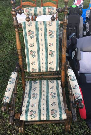 Antique wackiest chair for Sale in Ocoee, FL
