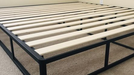 New King Size Wood And Metal Bed Frame for Sale in Fresno,  CA