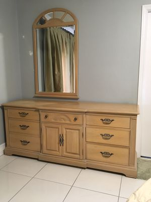 "Bernhardt Contemporary 9 Drawer Dresser 72""x32""x23"" with Mirror for Sale in South Miami, FL"