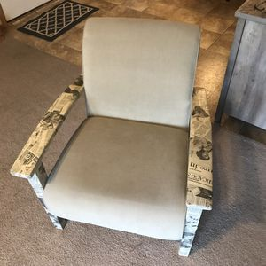 Arm Chair for Sale in Bloomington, IL