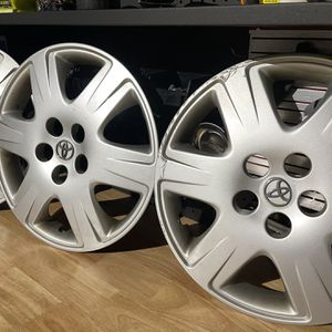 """Toyota 15"""" OEM Hubcap for Sale in Buffalo Grove, IL"""