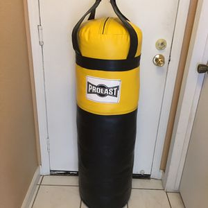 PUNCHING BAG BRAND NEW 100 POUNDS FILLED LUXURY MADE USA for Sale in Fontana, CA