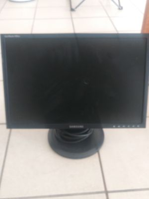 Samsung 740N LCD MONITOR AND A DELL 0PTIPLEX 780 AND ALSO A NIGHTHAWK NETGEAR ROUTER/Gamer Chair XXL25 /Genuine leather motorcycles bags for Sale in Las Vegas, NV