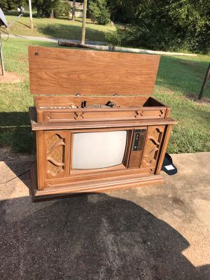 1980 model TV and radio for Sale in Starkville, MS