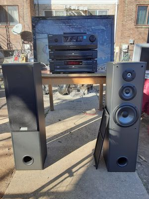 Sony 300 watts system with 5 discs DVD and CD players with remote control plus Speakers for Sale in Washington, DC