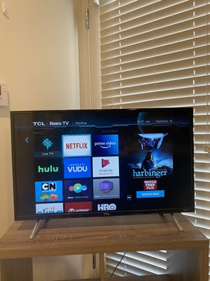 TCL 32-inch 720p Roku Smart LED TV (2017 model) for Sale in Corona, CA