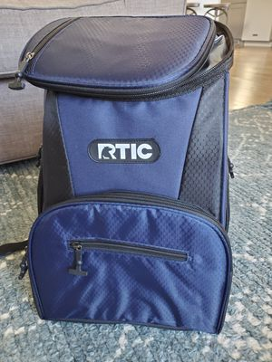 BRAND NEW W/ TAGS RTIC Day Cooler 15 Can Backpack Navy and Black for Sale in South Jordan, UT