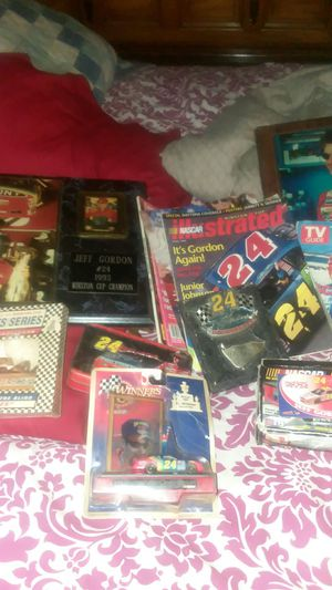 Jeff Gordon antiques and kentucky derby collectable glasses for Sale in Hendersonville, TN