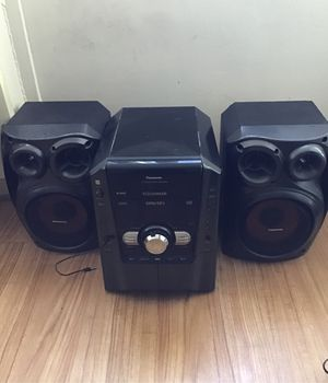 Panasonic stereo system 5 cd changer for Sale in Cleveland, OH