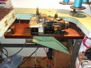 industrial singer 3 thread overlock sewing machine. for Sale in Los Angeles, CA