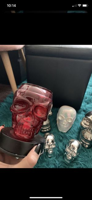 5 skulls and 1 skull wax lamp $45 for all or best offer for Sale in Fontana, CA
