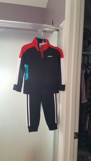 Adidas set....size 4 for Sale in Tolleson, AZ