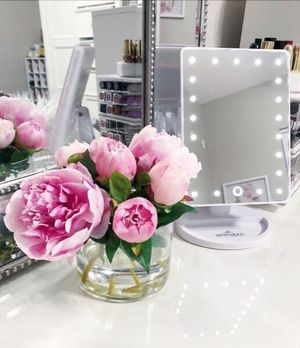 IMPRESSIONS VANITY TOUCH 2.0 DIMMABLE LED MAKEUP MIRROR for Sale in Manalapan Township, NJ