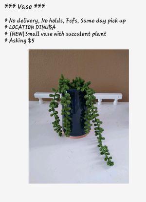 Artificial succulent plant / vase $5 for Sale in Dinuba, CA