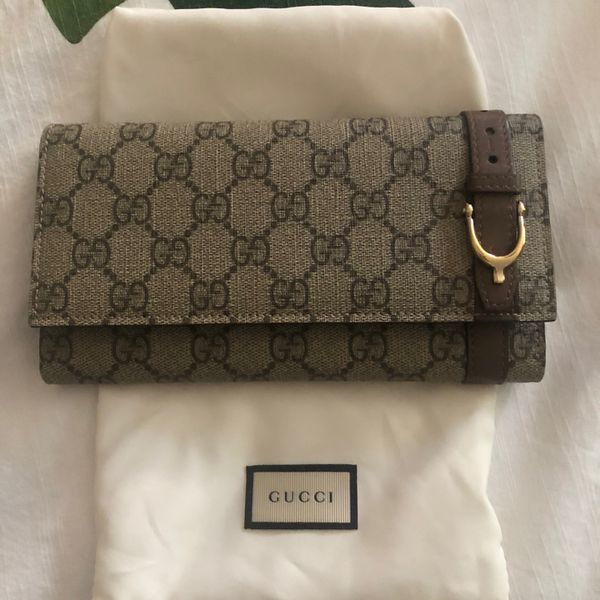 Gucci GC Wallet - Authentic - New- Includes Dust Bag And Box