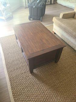 Cedar Chest / Coffee Table for Sale in Austin,  TX
