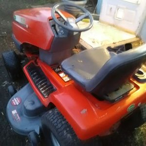 Scott lawn tractor low hours runs great 700 for Sale in Portland, OR