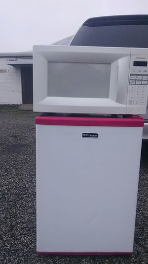 Mini fridge and microwave (Bundle) ideal for college dorm man cave or women cave for personal use great condition clean for Sale in Philadelphia, PA