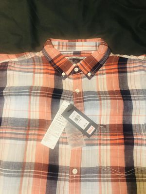 TOMMY HILFIGER🇺🇸PLAID FLANNEL BUTTON DOWN SHIRT RED/BLUE L/S MENS SIZE XL🇺🇸 for Sale in Chicago, IL