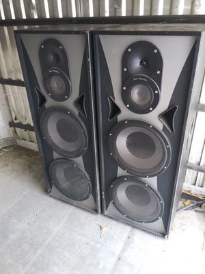 Pro audio speakers. One has a blown circuit board for Sale in Tampa, FL