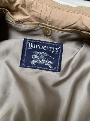 Burberry trench coat women's for Sale in Piedmont, CA