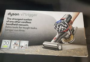Dyson v7 trigger cordless car boat vaccum aspiradora comes with all attachments new for Sale in Los Angeles, CA
