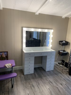 New Makeup Vanitys Dresser with Hollywood Mirror Not Impressions Slay for Sale in LAKE MATHEWS, CA