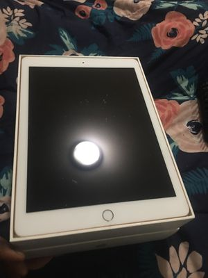 iPad 6th Generation for Sale in Chicago, IL