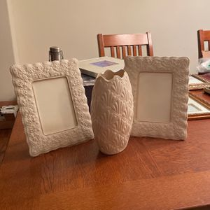 Exquisite (nearly Perfect) Wedding Promise Lenox Frame And Vase Set for Sale in Carlsbad, CA