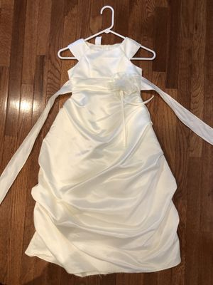 White/cream fancy girls dress, size 6. (Runs large) for Sale in Arlington Heights, IL