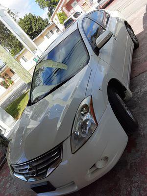 Vendo Nissan altima 2010 por motivo de viaje en muy buenas condiciones for Sale in Miami, FL