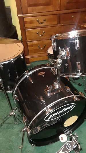 4 piece piano black drum set with cymbals for Sale in Upper Marlboro, MD