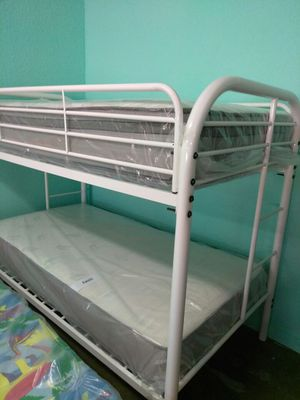 T/t metal bunk bed for Sale in Orlando, FL