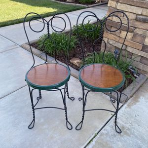 PAIR OF VINTAGE ICE CREAM PARLOR ROD IRON CHAIR for Sale in Corona, CA