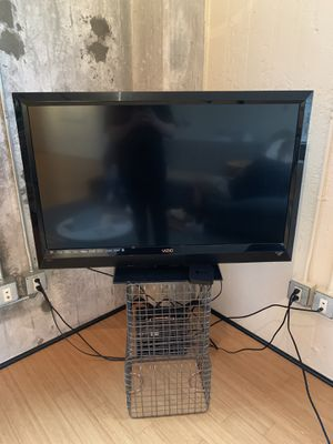 47 inch Vizio LCD HDTV TV/Apple TV and Apple TV controller for Sale in Portland, OR