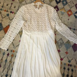 Ivy City Arabella Dress in White (never worn) for Sale in Kagel Canyon, CA