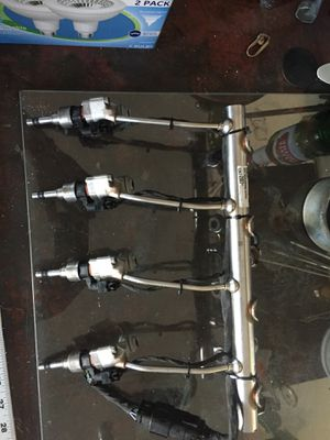 Fuel injectors and fuel rail fuel line Chevy for Sale in Fresno, CA