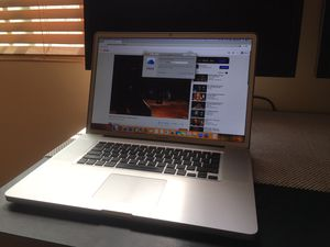Macbook Pro - 17 inches - i7 + 16gb + 250gb SSD for Sale in Garden Grove, CA