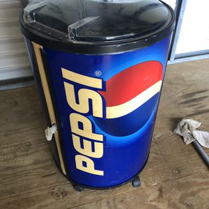 Pepsi Rolling Cooler With Spout for Sale in Port St. Lucie, FL
