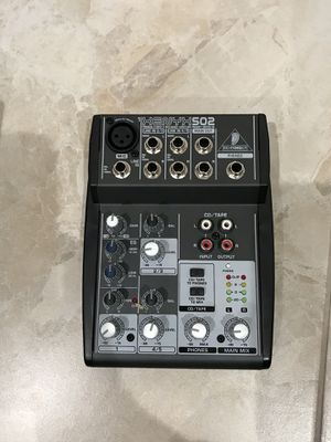 Premium 5 input-2 bus mixer with Henyh mix preamp and British EQ now with Phantom Power for Sale in Hialeah, FL