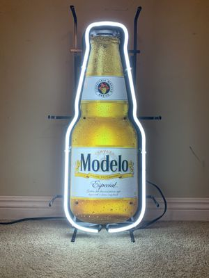 Excellent condition Modelo especial Neon light for Sale in West Covina, CA