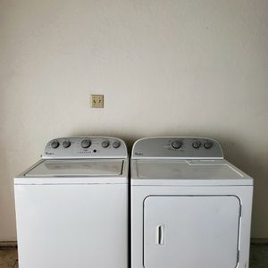 SET WASHER AND DRYER WHIRLPOOL GOOD CONDITION BOTH ELECTRIC KING SIZE CAPACITY PLUS for Sale in Fort Worth, TX